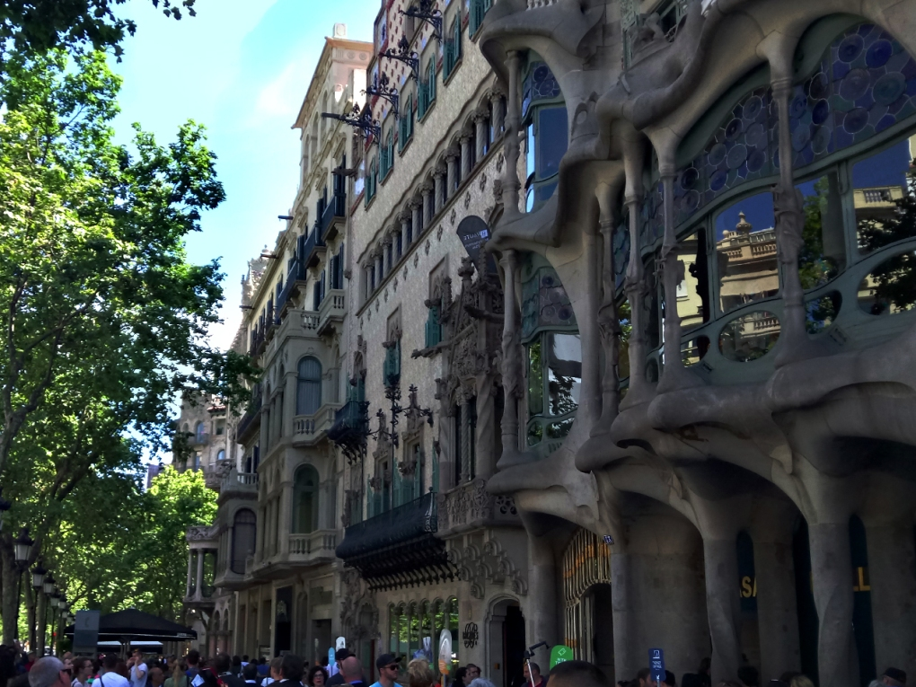 Casa Batlló, designed by Gaudí, and Casa Amatller, designed by Josep Puig i Cadafalch