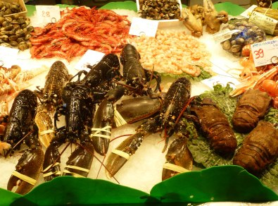 Fresh lobsters, prawns, langoustines or goose barnacles are just a few of the sea delicacies available on daily basis at la Boqueria.
