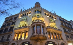 As some of the apartments are private, property, the interior of Casa Lleó Morera can only be partly visited.
