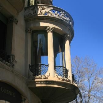 thetasteofbarcelona-lleo-morera-balcony
