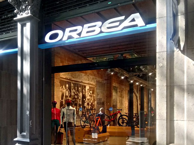 The Orbea Campus BCN is pretty close to Plaça de Catalunya, on Consell de Cent 321.