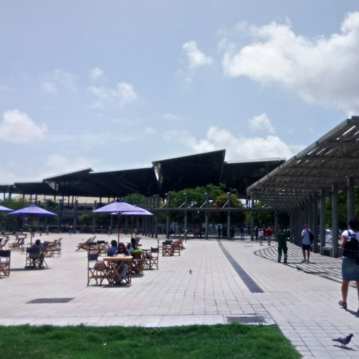 Right on Plaça de les Glòries, in front of Disseny Hub, you can enjoy an area equipped with loungers, chairs, tables and parasols. Since May, they've also introduced 3 chairs with a USB connection, charged by a built-in solar panel, where you can recharge the battery of your mobile devices while enjoying the sun, chatting with someone or reading a book. As wi-fi, you can use the city's network, that works really well. The Loungers are also a great place to have your lunch, read a book or just enjoy the sun. The Loungers are available every week day, from 10 am to 8 pm, except for the rainy days.