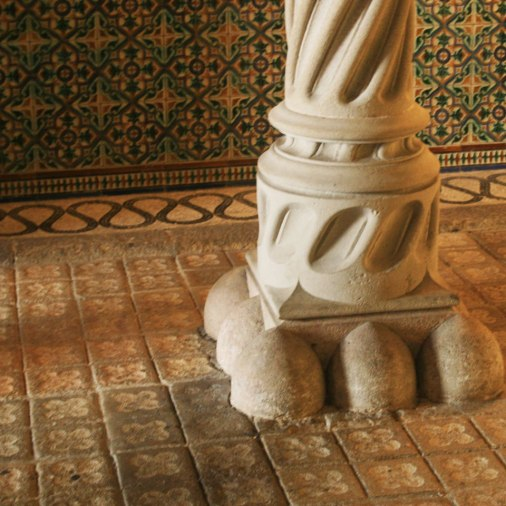 flordebcn-amatller-tile-hallway