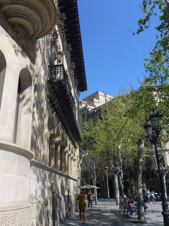 can-serra-cadafalch-thetasteofbarcelona-streett