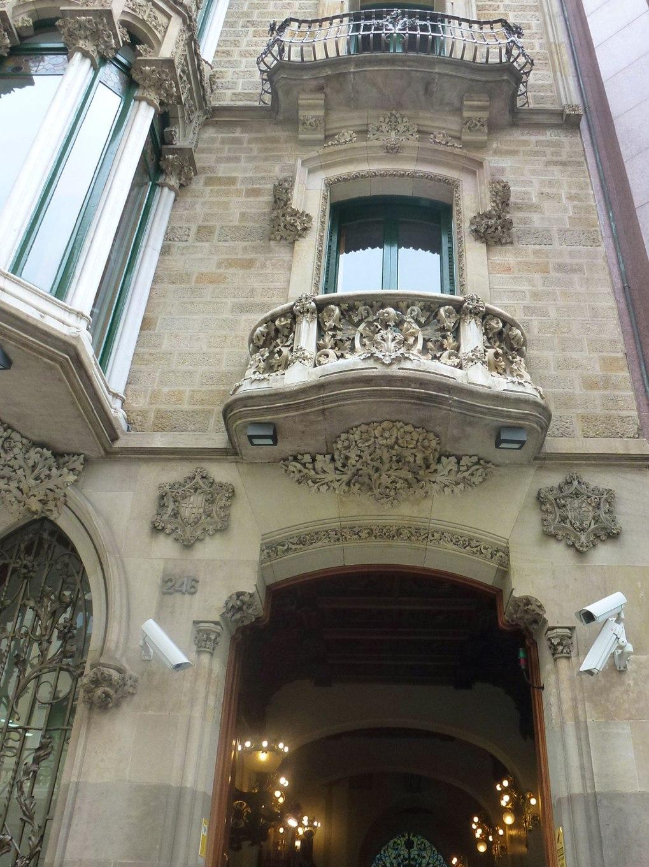 casa-berenguer-rutesdebarcelona-entrance