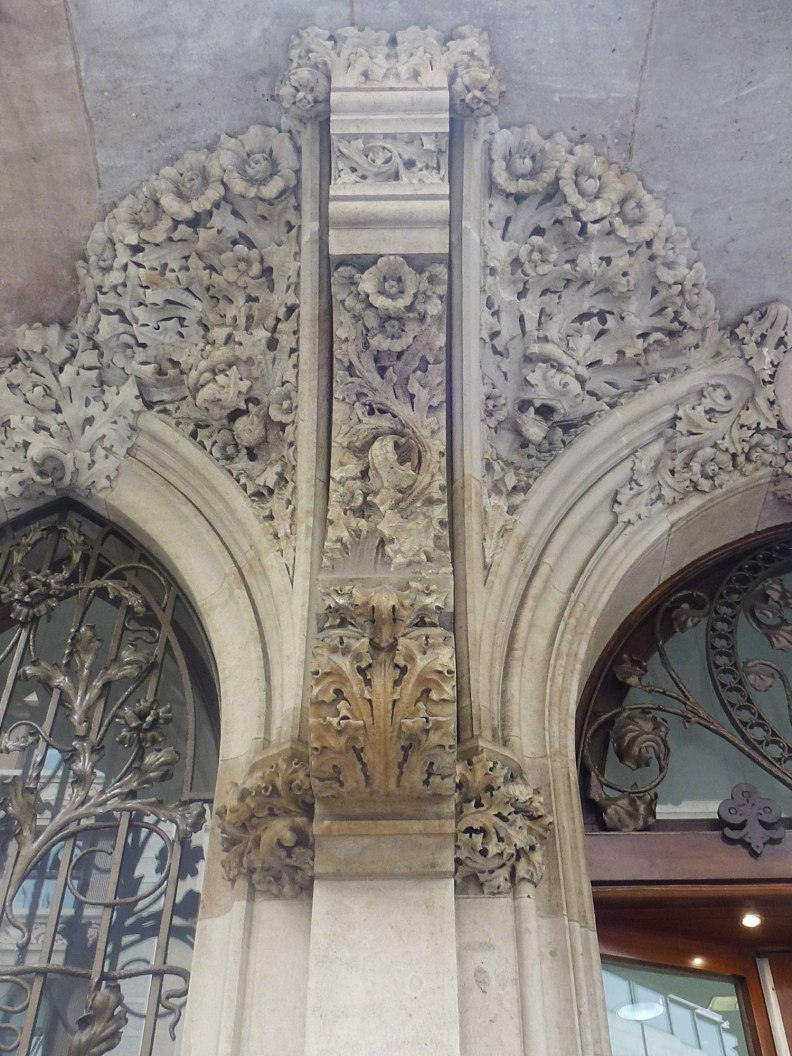 casa-berenguer-rutesdebarcelona-floral-design-stone