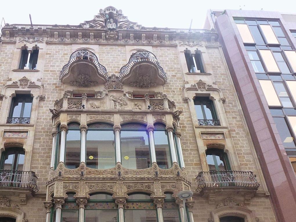 casa-berenguer-rutesdebarcelona-upper-facade.jpg