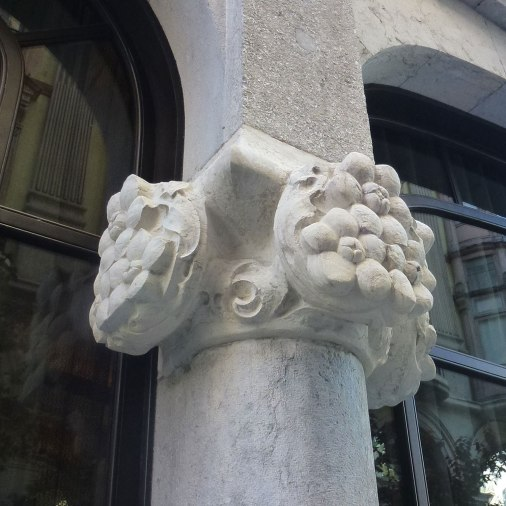 casa-fuster-thetasteofbarcelona-capitel-models