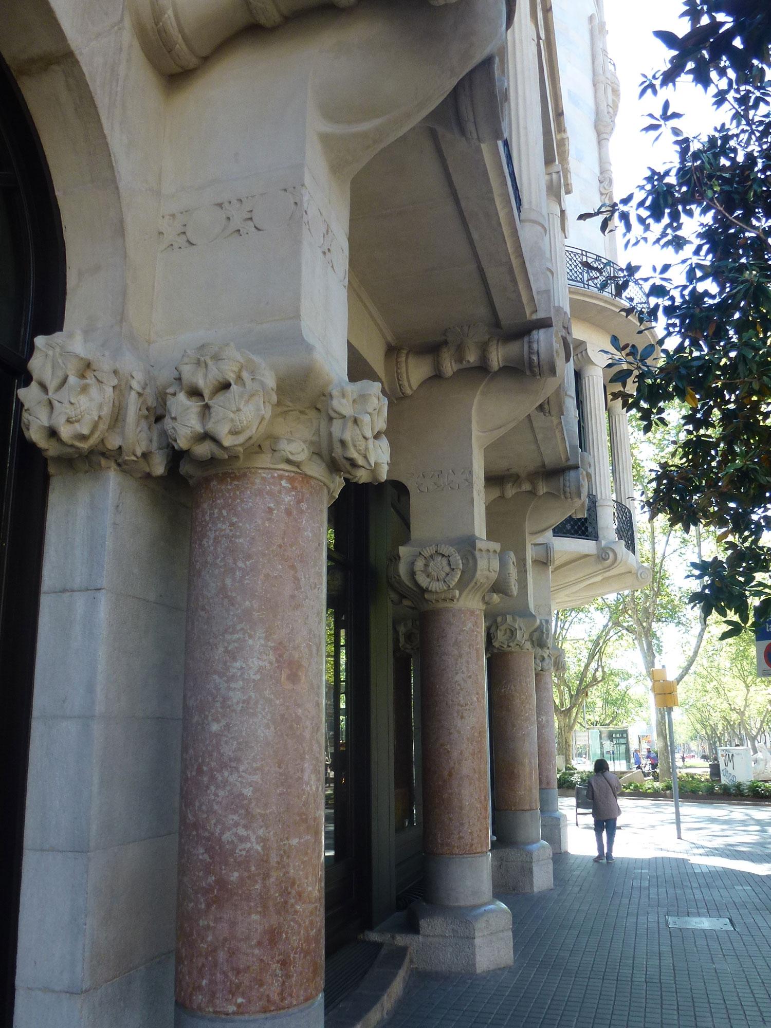 casa-fuster-thetasteofbarcelona-capitels-grandegracia