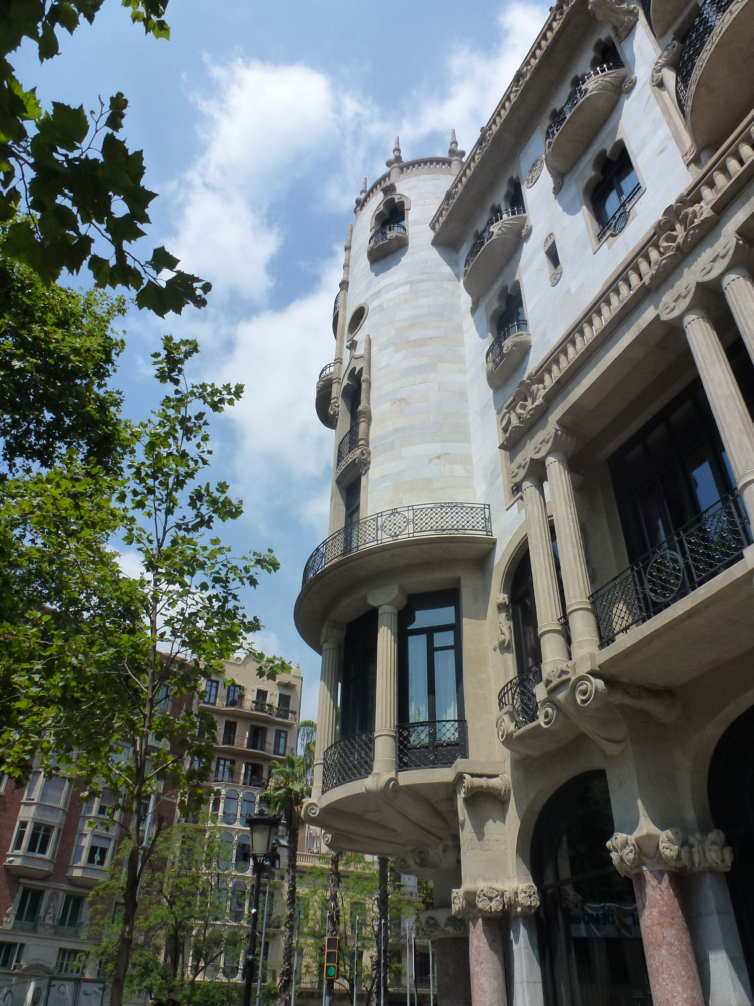 casa-fuster-thetasteofbarcelona-corner-tower-grandegracia