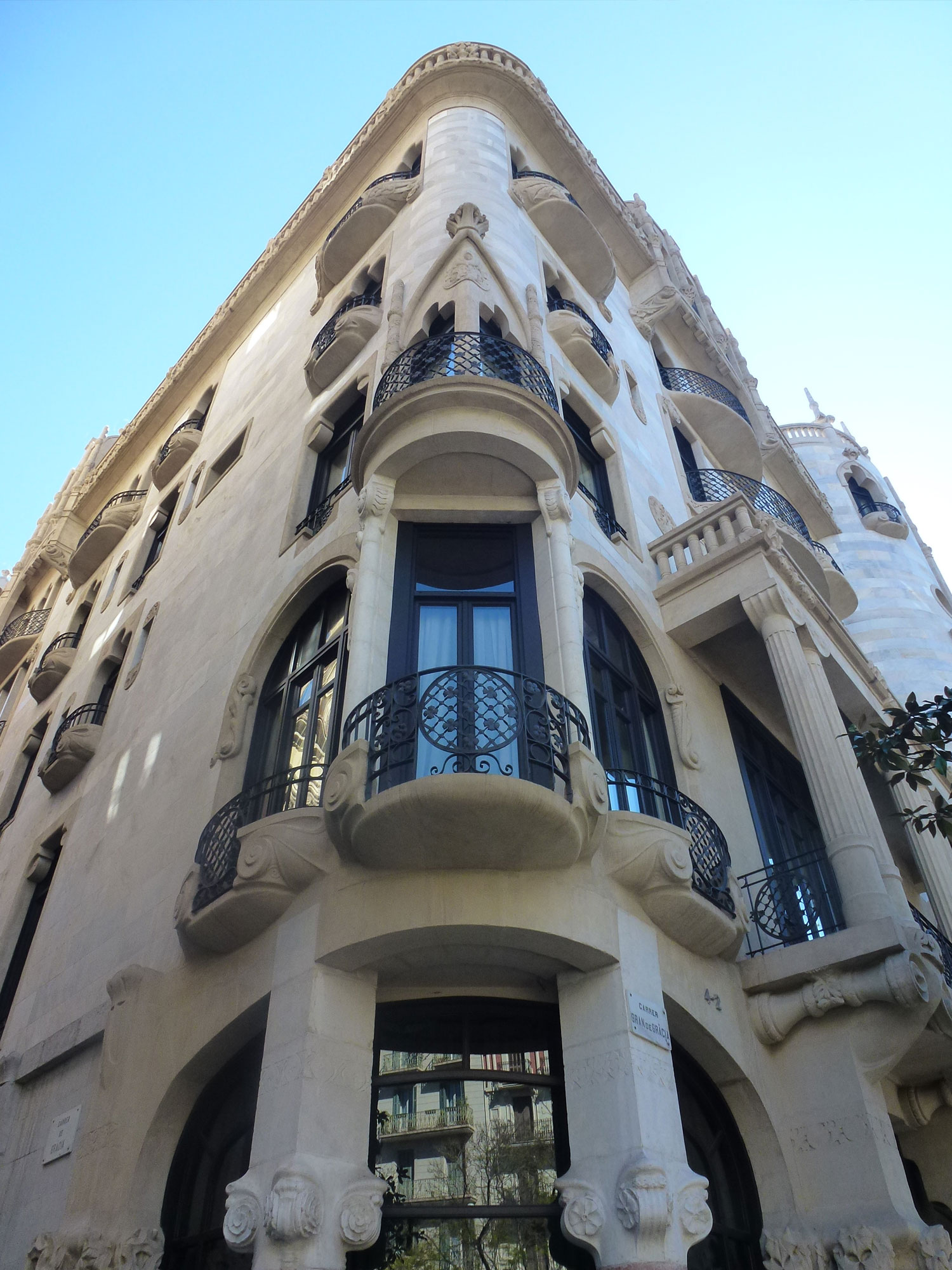 casa-fuster-thetasteofbarcelona-corner-tower-small