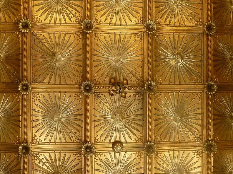 casa-ramon-casas-thetasteofbarcelona-massimo-dutti-ceiling-golden