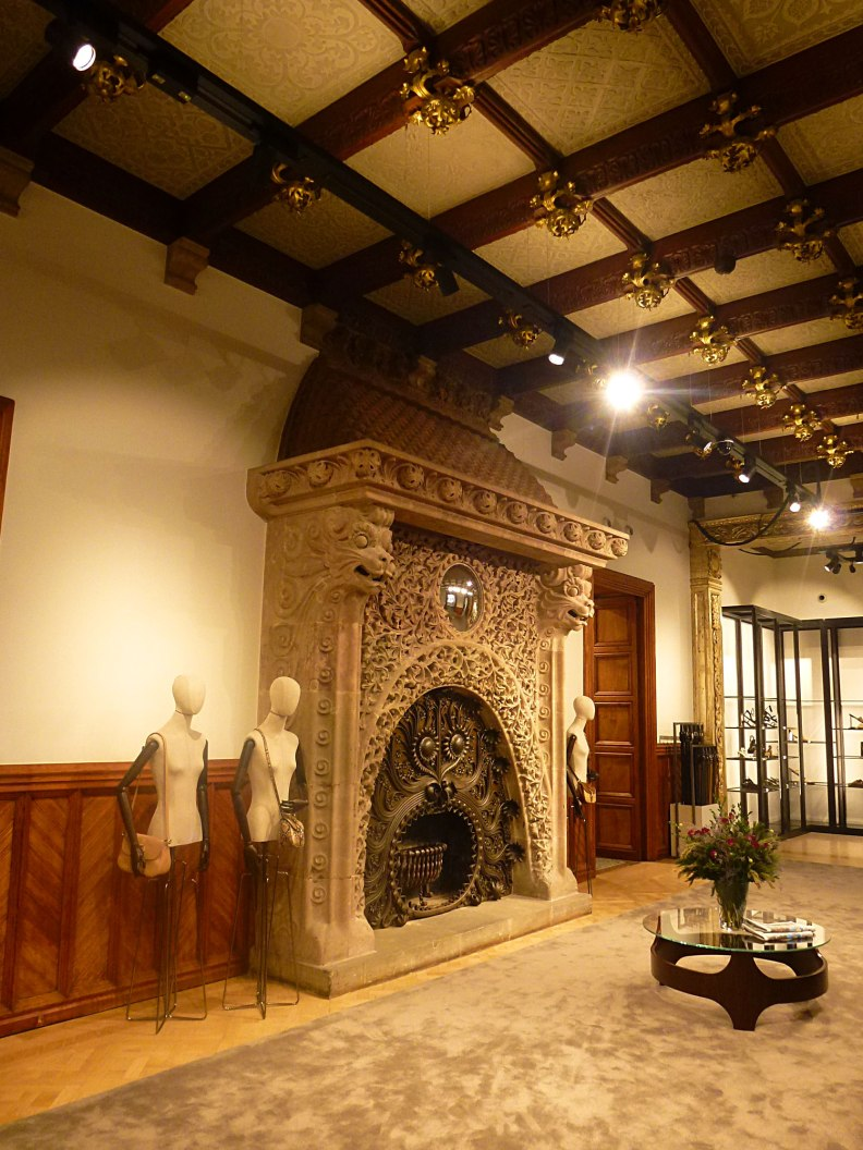 casa-ramon-casas-thetasteofbarcelona-massimo-dutti-fireplace