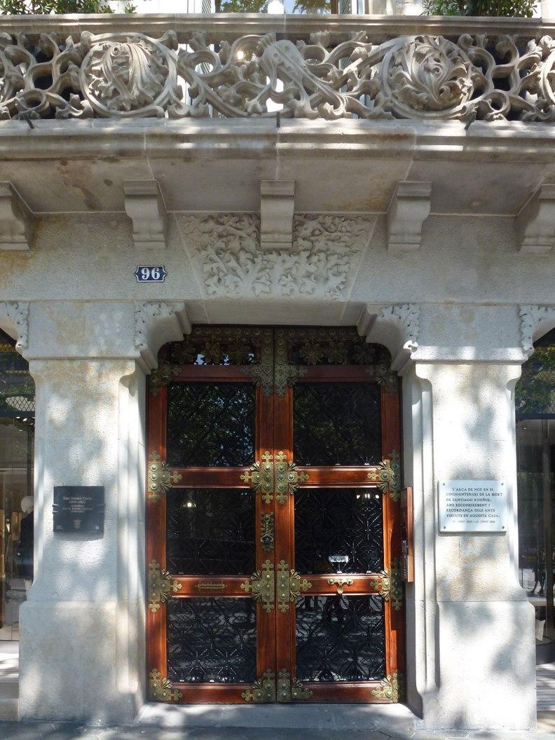 casa-ramon-casas-thetasteofbarcelona-passeigdegracia-entrance-door