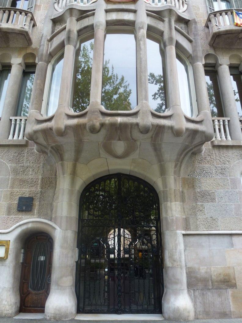 casa-sayrach-thetasteofbarcelona-diagonal-entrance