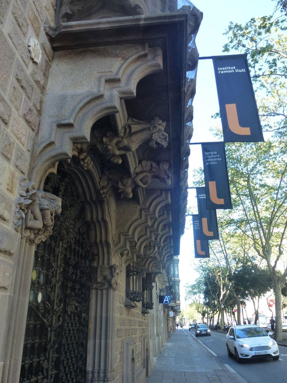 palau-baro-quadras-thetasteofbarcelona-streetview