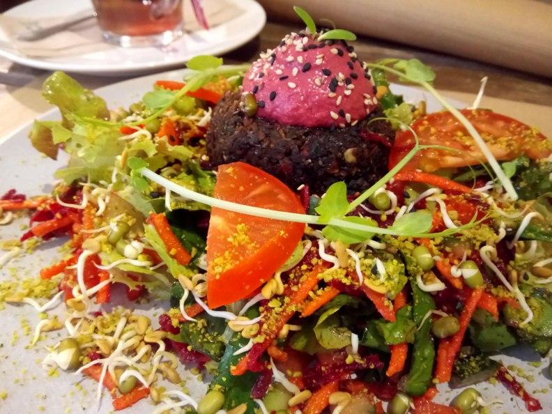 El Petit Brot raw vegan burger lunch