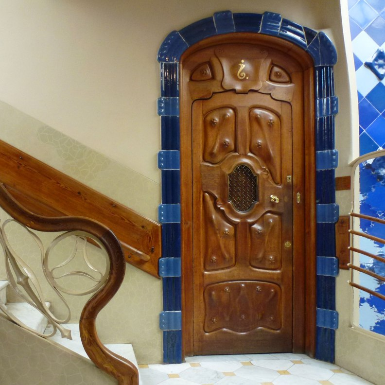 Casa Batlló interior patio door