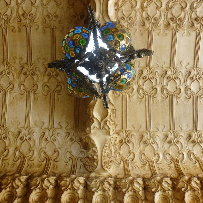 Casa Francesc Cama entrance hall ceiling plaster design lamp