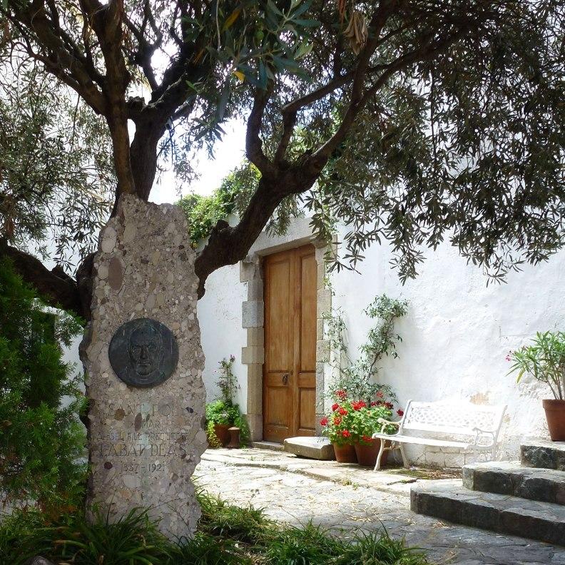 Sant Pol de Mar square with abbot Deas house