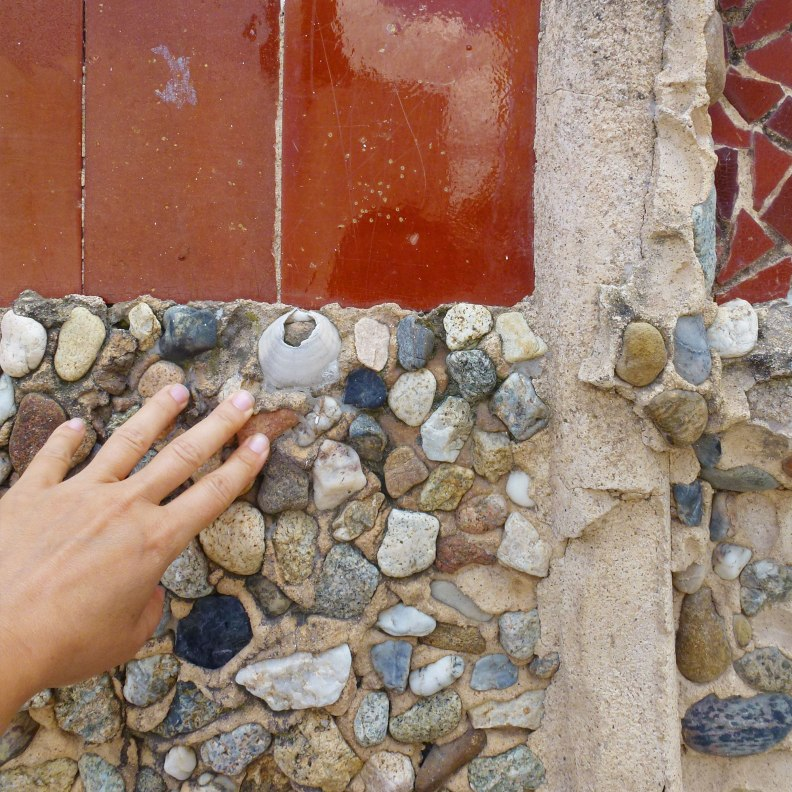 Sant Pol de Mar school finishes local stones and clams